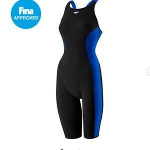 Black and blue speedo knee skin (women)